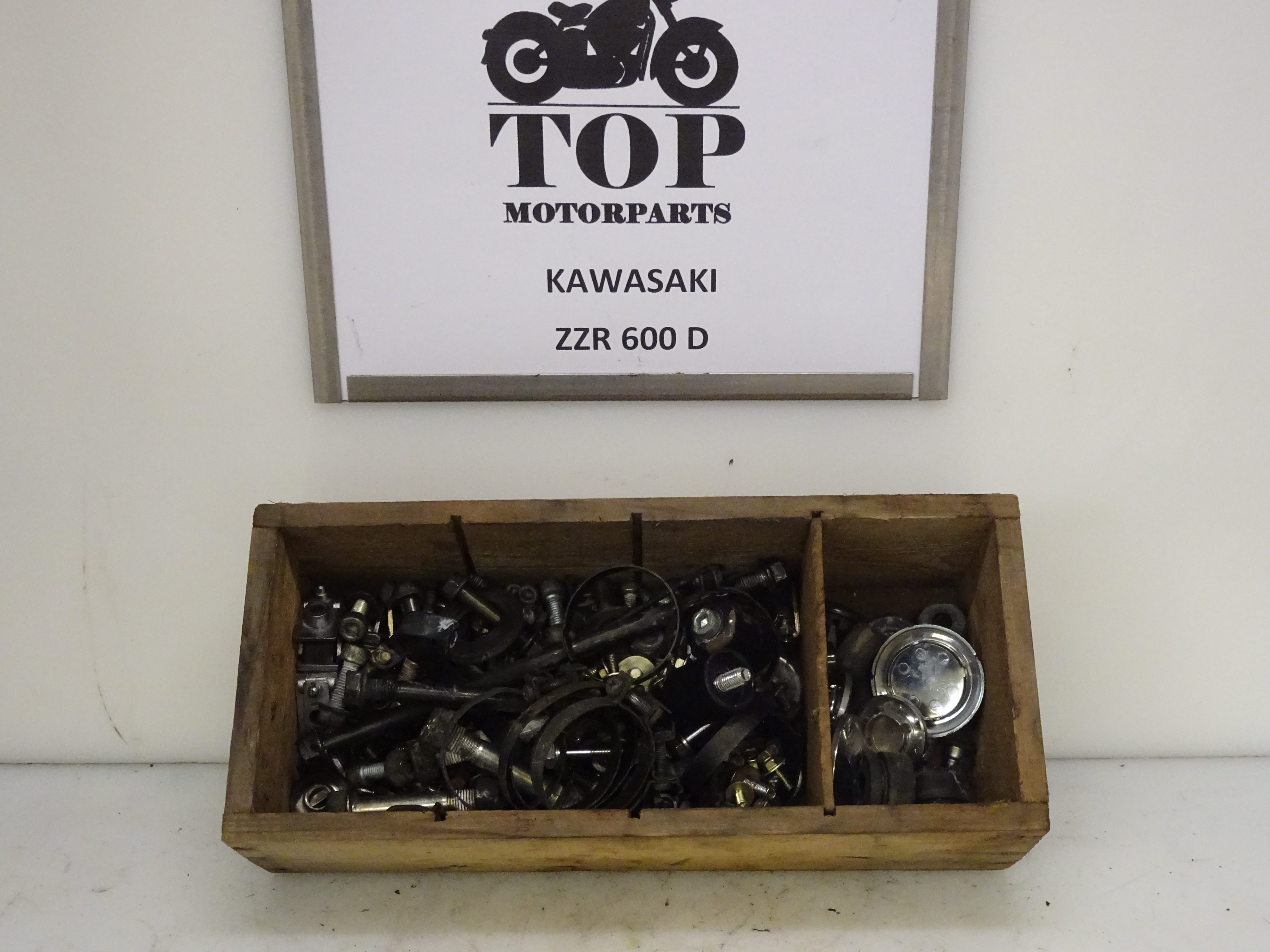 Zzr600 d div bouten rubbers framedoppen top motor parts for Div on top of div